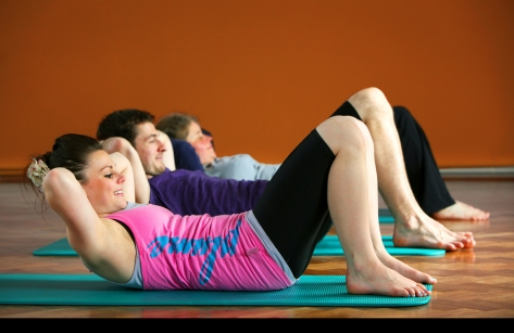 esercizi di pilates in gruppo